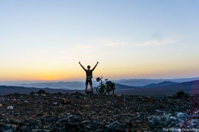 Rick Creemers mit dem Rad in der Atacama-Wüste