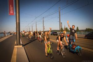 Ciritical Mass-Fahrt über die Kennedybrücke