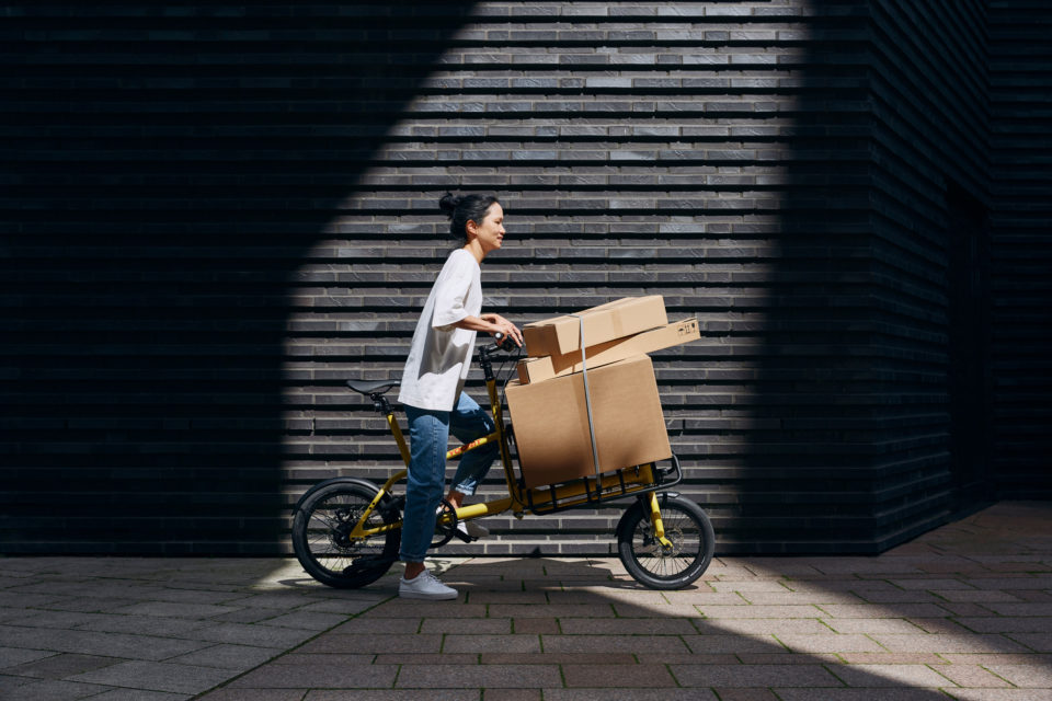 YOONIT Mini-Cargobike im Gebrauch